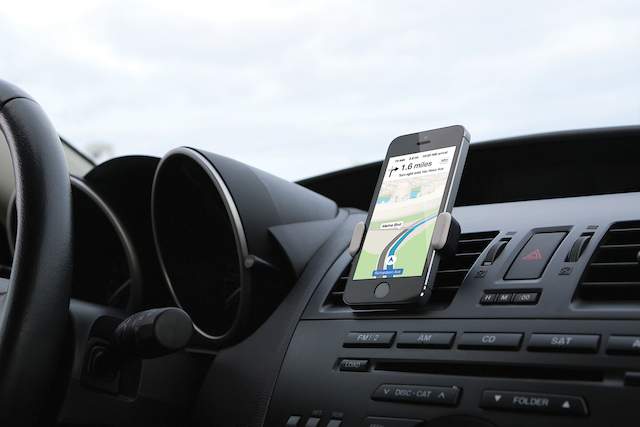 smartphone dock in car